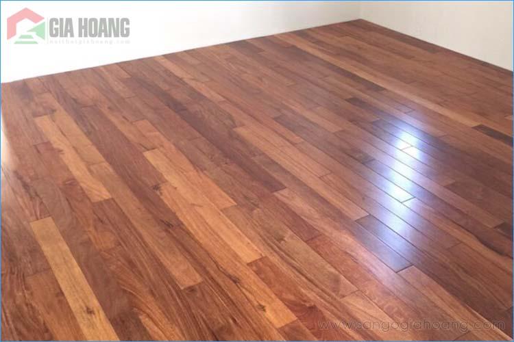 Nhà lắp đặt sàn gỗ Căm xe tự nhiên