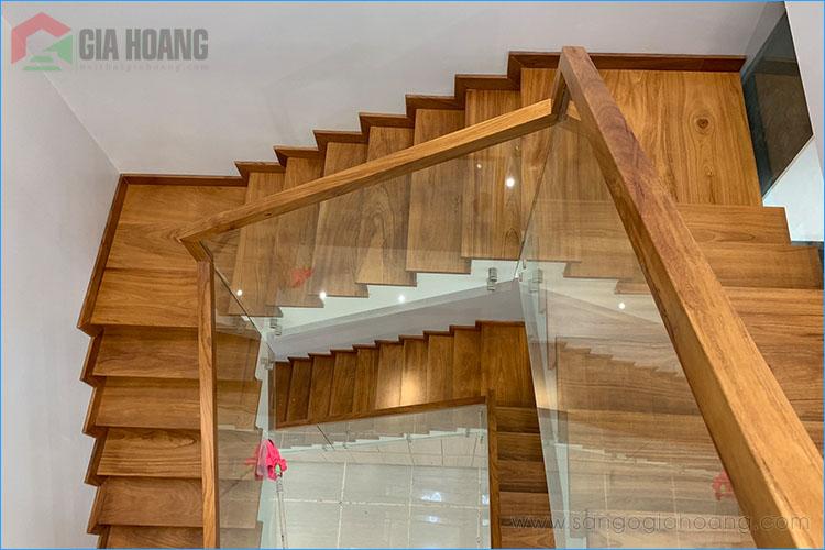 Hoàn thiện công trình ốp bậc cầu thang gỗ Gõ Đỏ